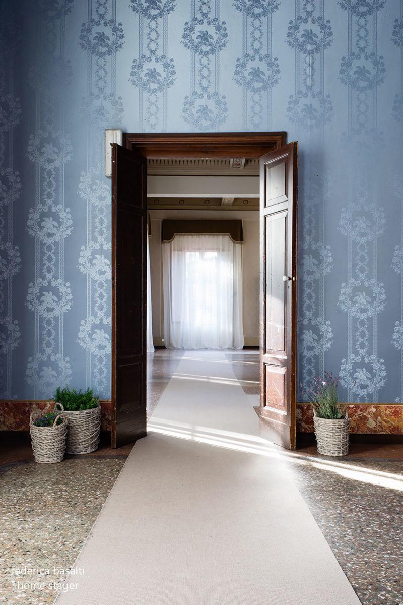Foto porta interna aperta in casa di pregio - Home Staging