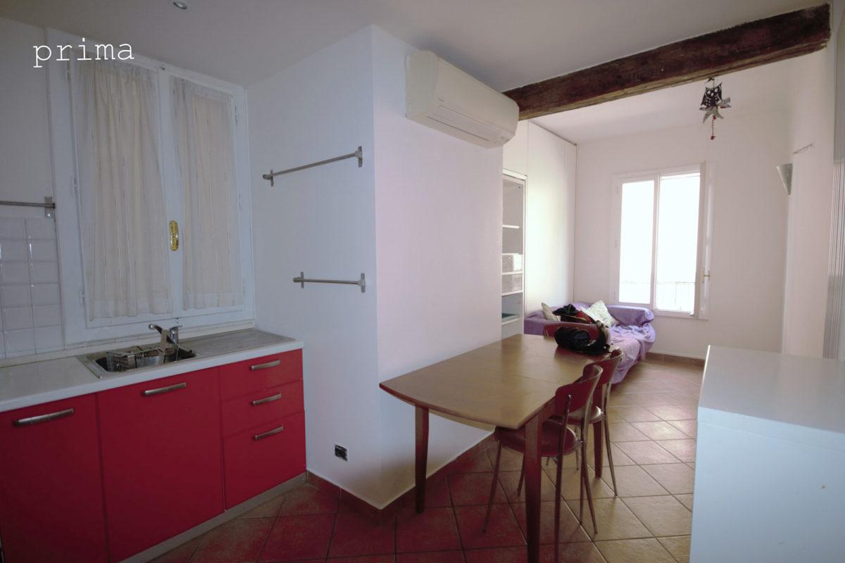 cucina e salotto prima di home staging - bolgona