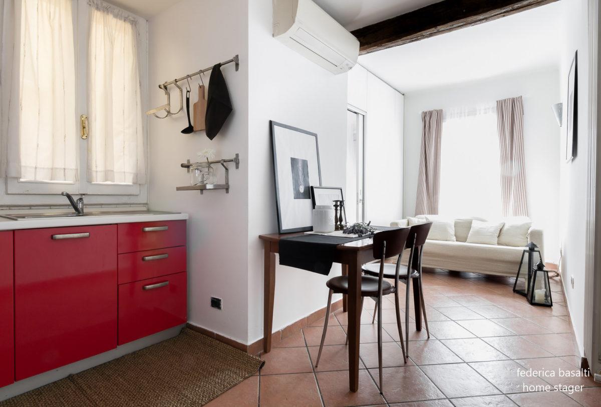 Cucina e salotto dopo home staging bologna