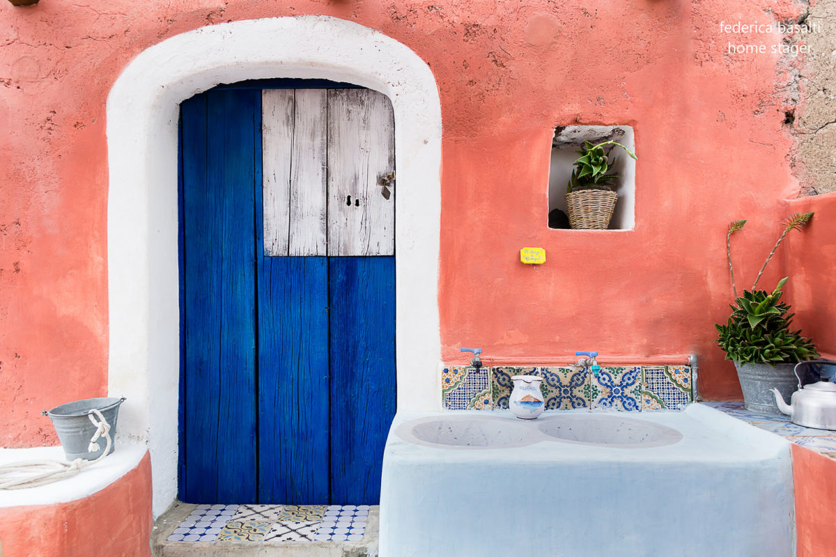 Porta esterna casa vacanze - Alicudi - Home Staging