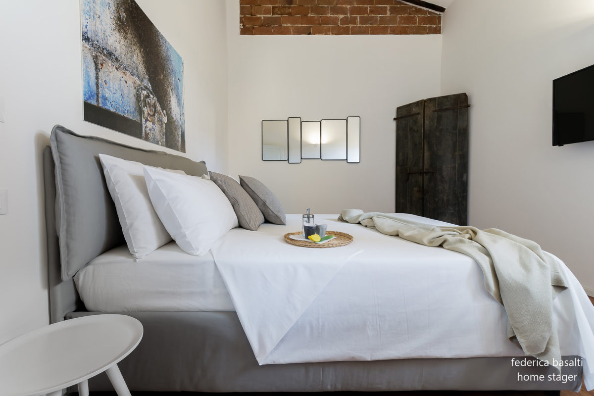 foto laterale camera da letto dopo home staging