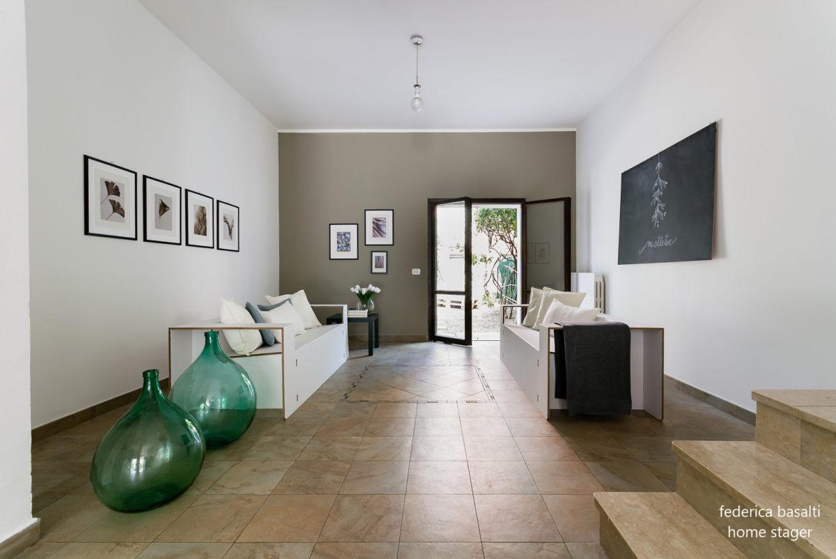 Foto laterale salotto dopo Home Staging - Federica Basalti
