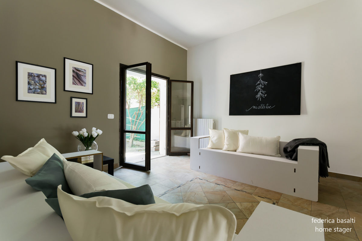 Foto 2 salotto con interventi di home staging