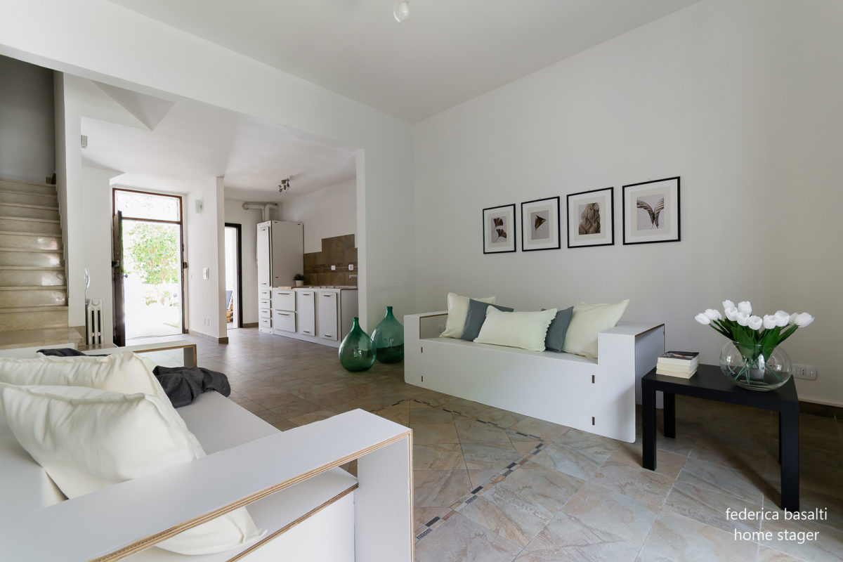 Foto salotto con interventi di Home Staging